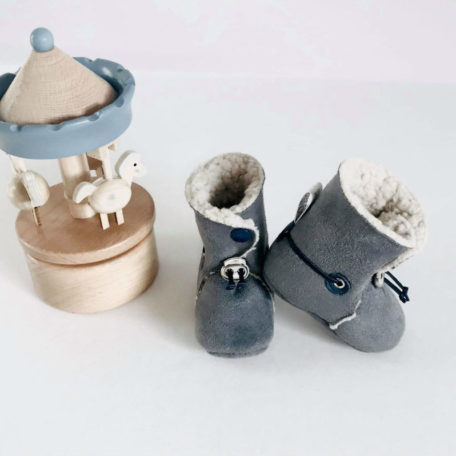 chaussons-gris-bebe